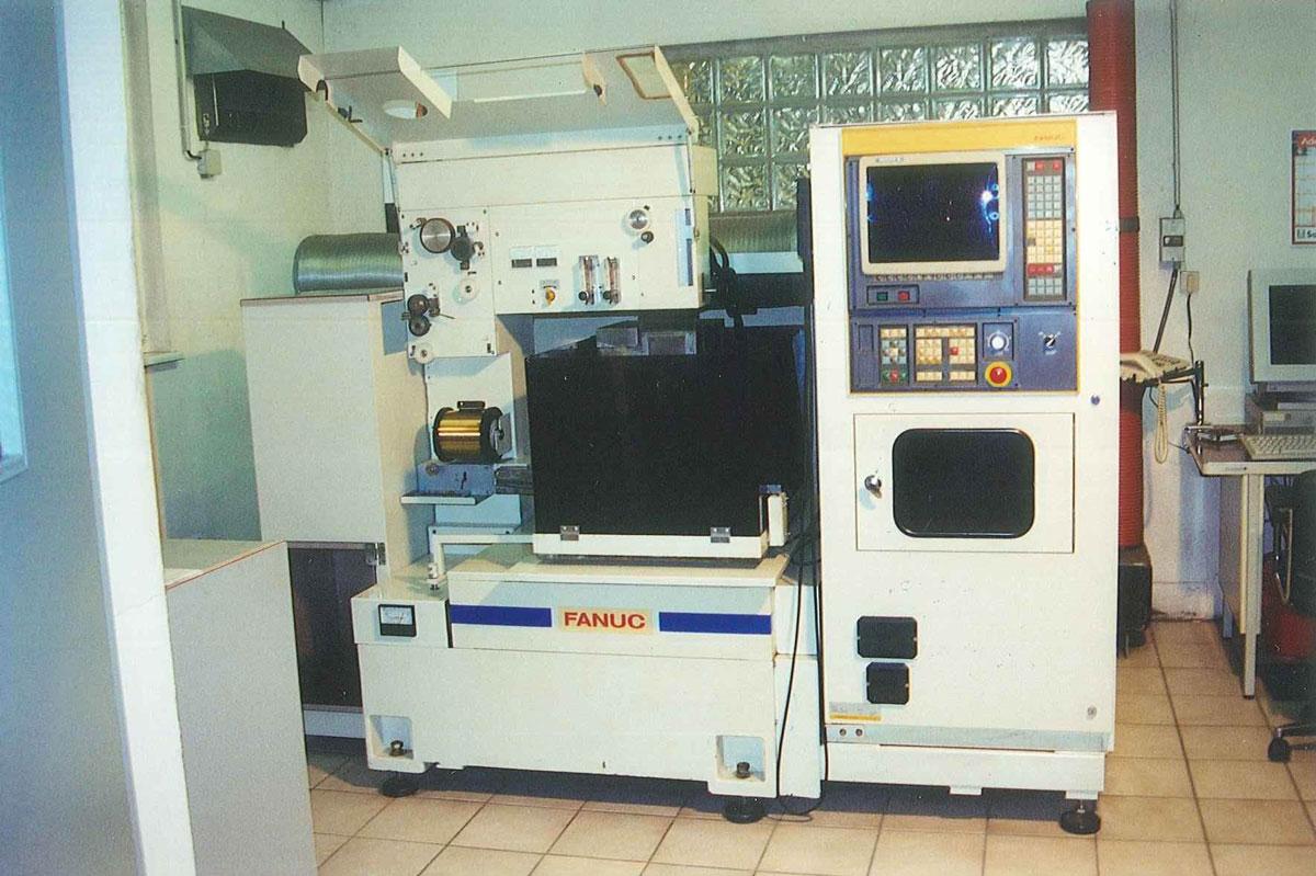 Kuchly - Machine électroérosion au fil